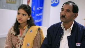 Asia Bibis man Ashiq Masih och deras 15-åriga dotter Eisham har arbetat hårt för att Bibi skall friges