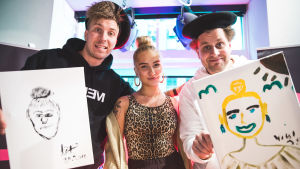 Viki ja Köpi maalasivat muotokuvat pop-laulaja Evelinasta.