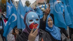 Turkar och uigurer i landsflykt demonstrerade nyligen i Istanbul mot interneringslägren i Xinjiang