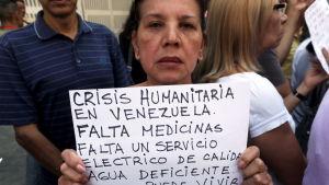 Demonstranter i Venezuela har länge krävt att regeringen går med på att in hjälp på grund av den humanitära krisen i landet