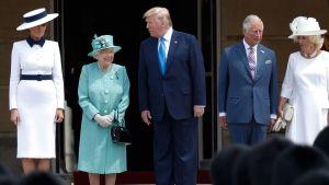 Melamia Trump, Drottning Elizabeth, president Donald Trump, prins Charles och hans hustru Camilla