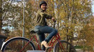 Reetta Rönkä ja polkupyörä