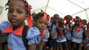Barn i Haiti efter jordbävninge 2010.
