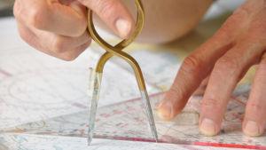 passare och transportör på ett sjökort