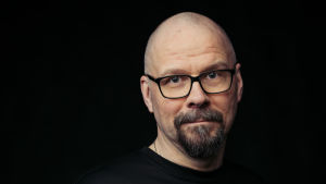Profiilikuva MOT:n toimittajasta Marko Hietikosta.
