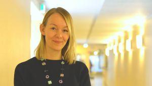 Närbild av lärare Noora Fleen i Ekenäs högstadieskola.