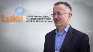 Luonnonvarakeskuksen tutkimuspäällikkö Arto Latukka.