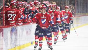 HIFK-spelare firar efter ett mål