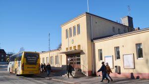 Lovisa busstation och Savonlinjas buss