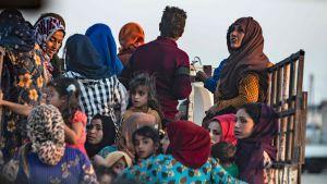 Kurder flyr från Syrien 9.10.2019.