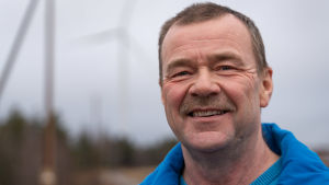 Dan Norrgård i Oravais har två vindmöllor och får snart en till.
