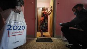 Möjligheten att förhandsrösta eller att rösta hemifrån gav upphov till misstankar om valfusk.