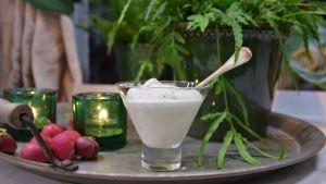 Pepparrotskräm i ett glas
