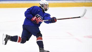Jack Hughes tränar  i U18-VM