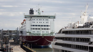 Kryssningsfartyg i Södra hamnen i Helsingfors.