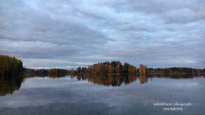Höstvy över sjön Tuomiojärvi i Jyväskylä.