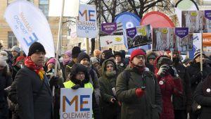 Anställda vid Helsingfors universitet demonstrerar