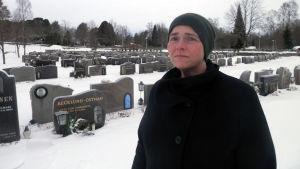 Chefen för begravningsväsendet i Pedersörenejdens kyrkliga samfällighet, Marianne Bränn