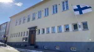 Svenska församlingshemmet i Borgå en solig vårdag.