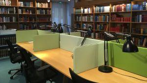 Bild på SLS läsesal i Helsingfors.