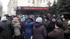 Pensionärer köar för att lyfta pensioner i Donetsk