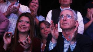 Ex-presidenten och senatorn Álvaro Uribe deltog i en valvaka i Medellin.