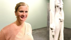 Egyptolog Patricia Berg på Amos Rex.