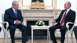bild på Putin och Netanyahu