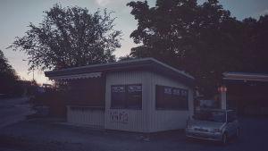Kiosk och bil