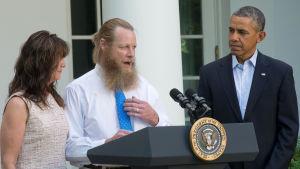 Bob Bergdahl pratar om frigivandet av sin son Bowe Bergdahl i Afghanistan.