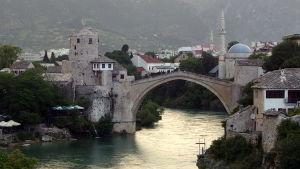 Bron över floden Neretva i Mostar.