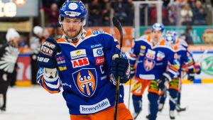 Tapparas Jukka Peltola firar.