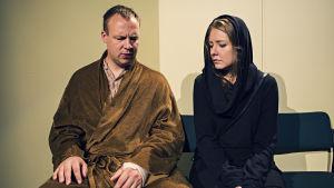 Far och dotter, spelade av Jonas Bergqvist och Alexandra Häggman.