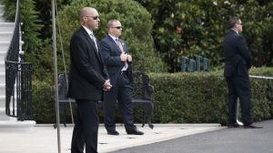Bild på män från amerikanska säkerhetsorganisationen Secret Service.