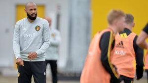 Den franske legenden Thierry Henry hör till den belgiska tränarstaben.