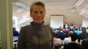 Vivi-Ann Rehnström uppskattar den servicenivå som är tillgänglig i Västanfjärd just nu.