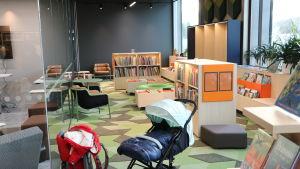 Barnboksavdelningen i Degerö bibliotek.