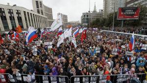 Bild på demonstration i moskva.