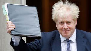 Boris Johnson på väg till parlamentet 23.10.2019