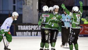 Akillesspelare jublar i finalen mot Veiterä.