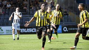 Jean Marie Dongou Tsafack firar mål.