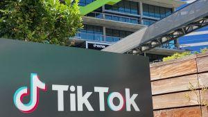 Videoappen Tiktoks logo fotograferad utanför företagets kontor i Los Angeles.