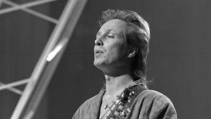 Pave Maijanen esiintyy Hittimittari-ohjelmassa vuonna 1985.