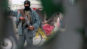 En medlem av afghanska säkerhetstrupper i december 2015.
