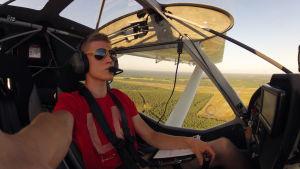 William Eriksson på ensamflygning högt uppe i luften