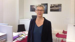 Tiina Rosenberg på sin arbetsplats