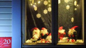 Ett fönster i Gamla stan i Ekenäs.