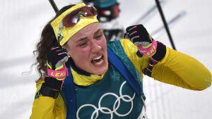 Hanna Öberg firar OS-guld i Pyeongchang.