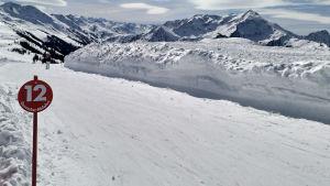 Skidpist i de österrikiska Alperna