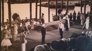 Soutustadionilla esitetään operettia Hawaijin kukka vuonna 1961.